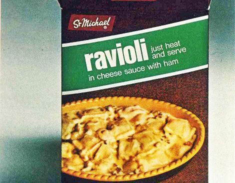 Bag containing ravioli in cheese sauce with ham with a picture of ravioli on the front
