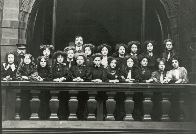 Photo of staff at Leeds Cross Arcade M&S Penny Bazaar c.1906