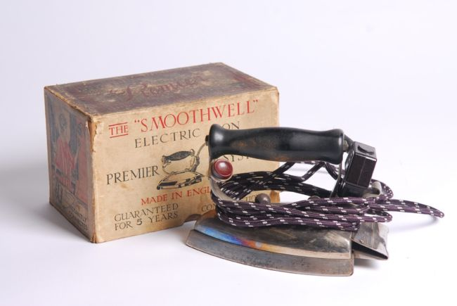 Electric Iron 1920s ~ Hotpoint electric iron made by edison applicance