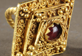 The West Yorkshire Hoard : Medieval Treasure