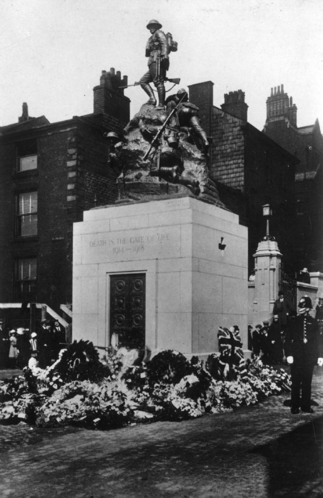 Black and white photograph of Oldham War Memorial