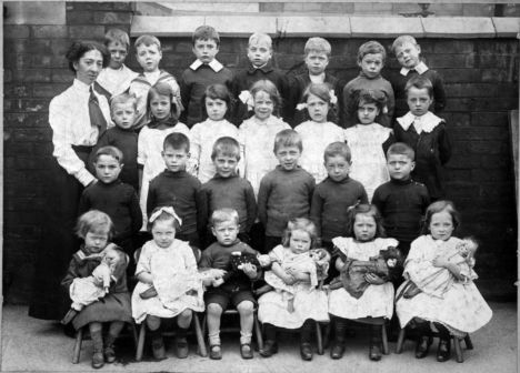 Victorian group of school children