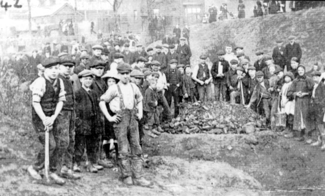 a description of the strenuous work performed by a child laborer during the victorian era The victorian era - a brief description men and women who performed physical labor the victorian era lasted roughly twice as long as the romantic period.