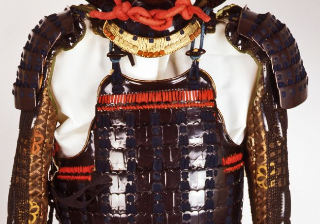 Chest and arm armour consisting of a breastplate and shoulder guards of overlapping sections