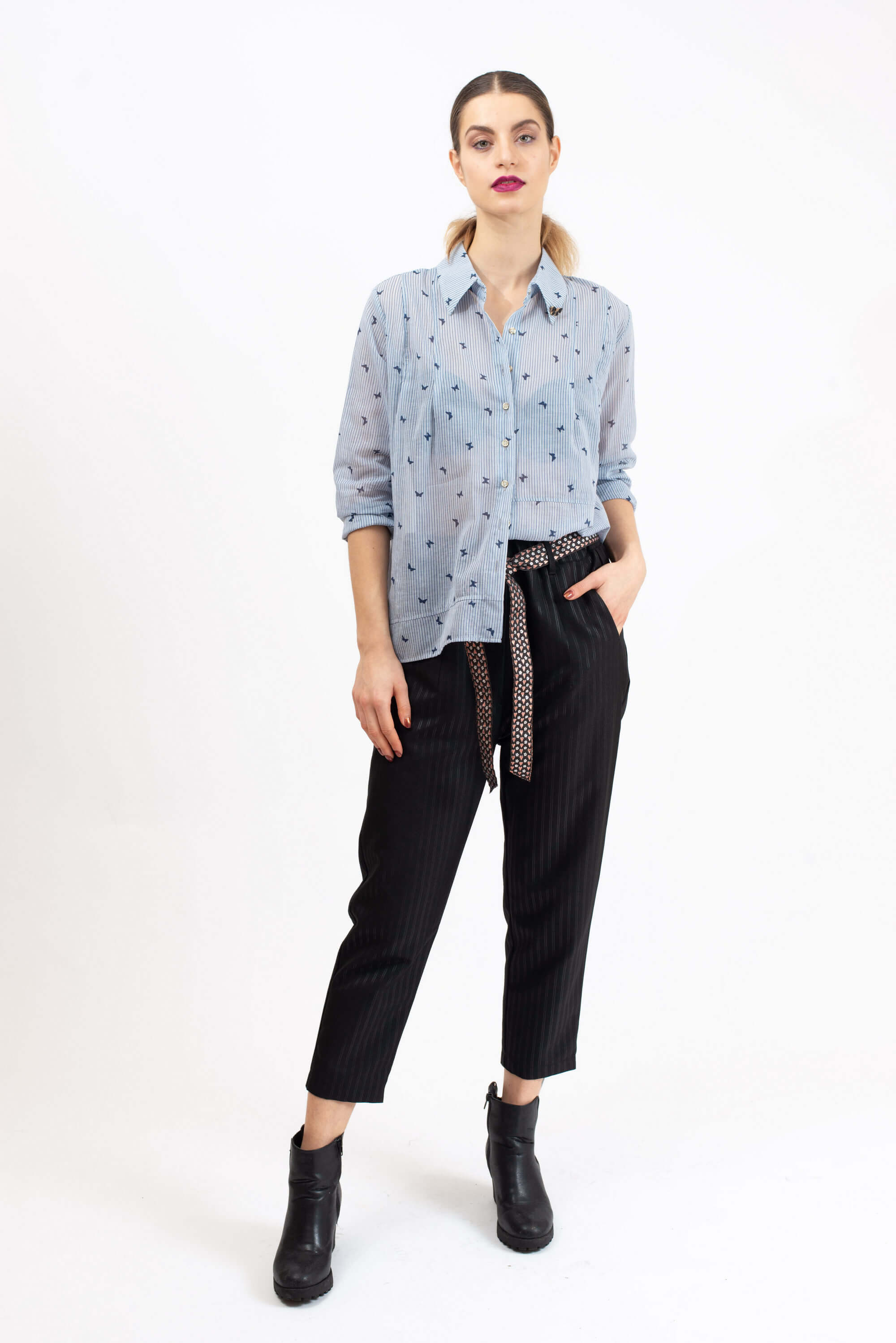 Cropped plain trousers