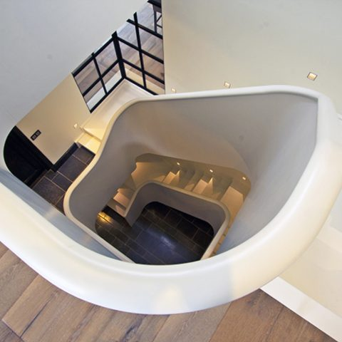 Closed spiral stairs