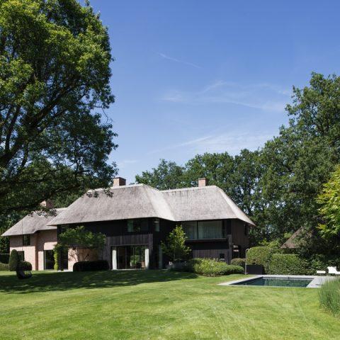 Villa full of character in a green border around Antwerpen