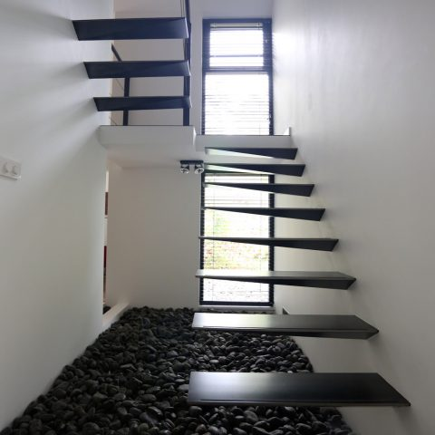 Appealing floating staircase
