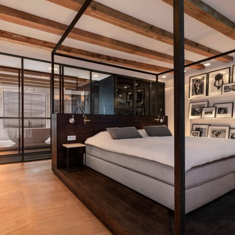 A four-poster bed in paradise