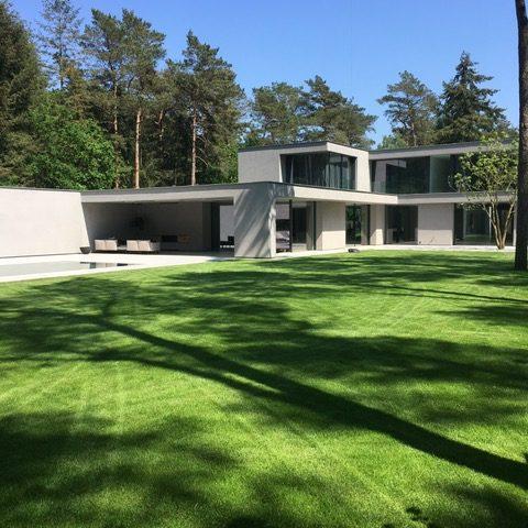 Exclusive villa garden