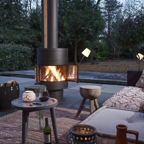 Modern outdoor fireplace