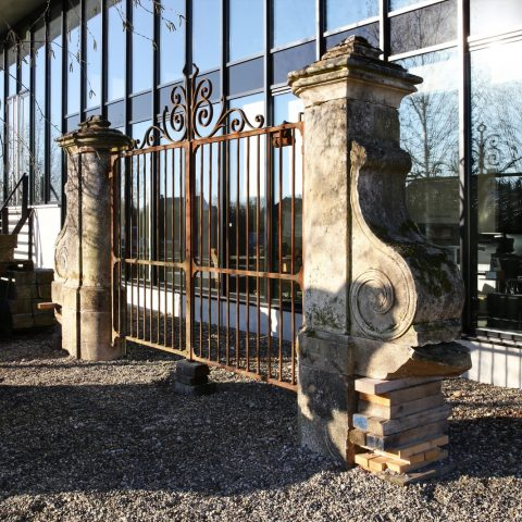 Exclusive gate