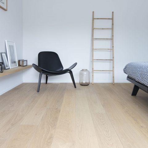 Scandinavische sfeer met lichte plankenvloer