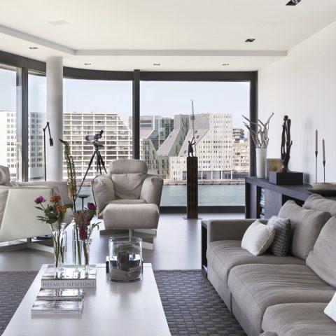 Inrichting penthouse met strak interieur