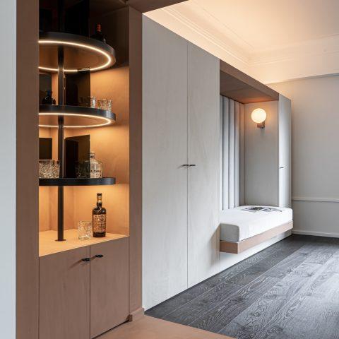 Luxe interieur met houten vloer