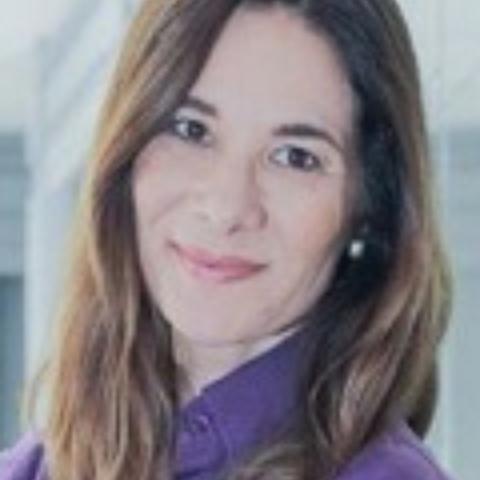 Portrait photograph of Karen Alvarenga de Oliveira