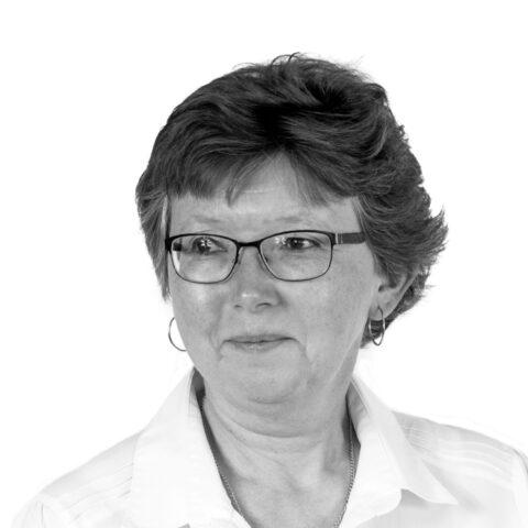 Portrait photograph of Tammy Benson
