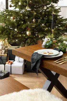 Franklin Oak Dining Table and Benches -  AW21 -  Christmas 2021  - Alt 3  - Portrait