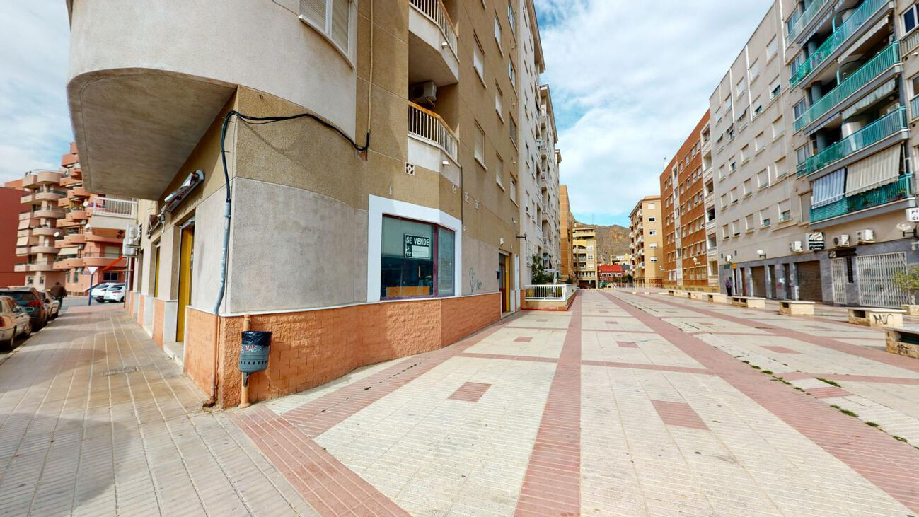 Ref:TFSHO386 Commercial For Sale in Orihuela