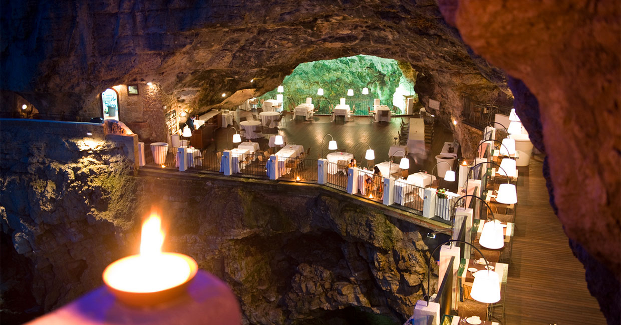 Dinning tables at Ristorante Grotta Palazzese