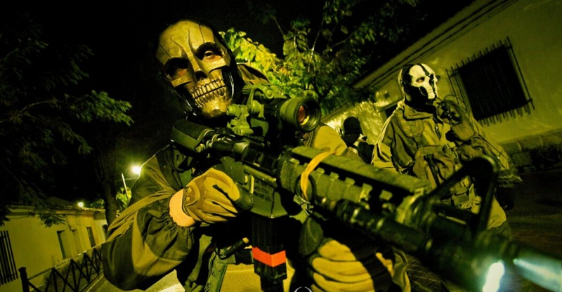 Zombie Survival Games players