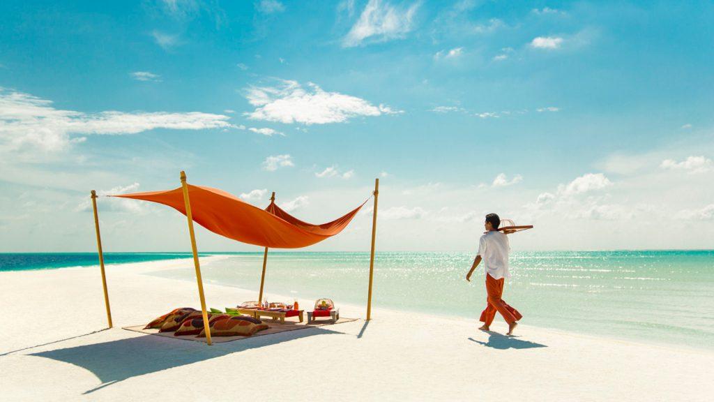 Picnic Lunch Sandbank coco island Maldives