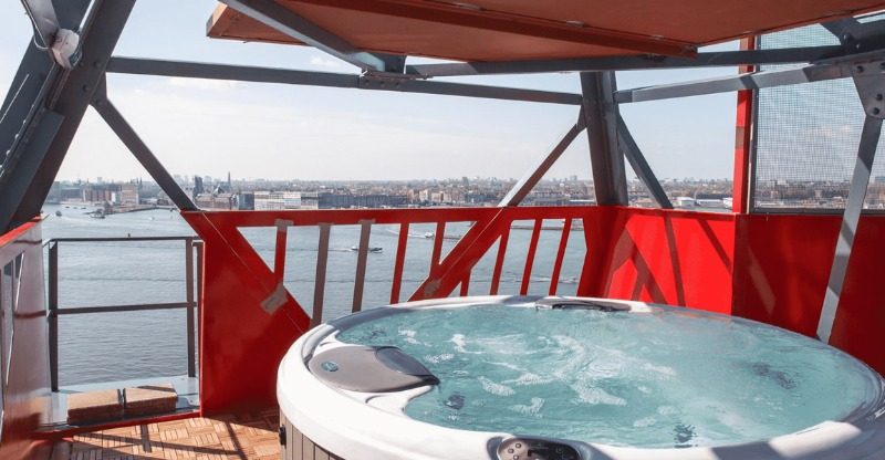 hot tub on top of Faralda Crane Hotel