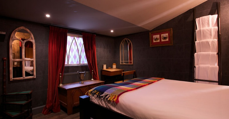 harry potter hotel room with bed and arch windows