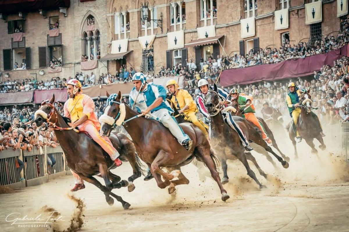 palio di siena riders racing
