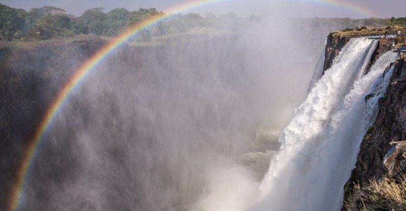 Devil's pool, victoria falls with rainbow