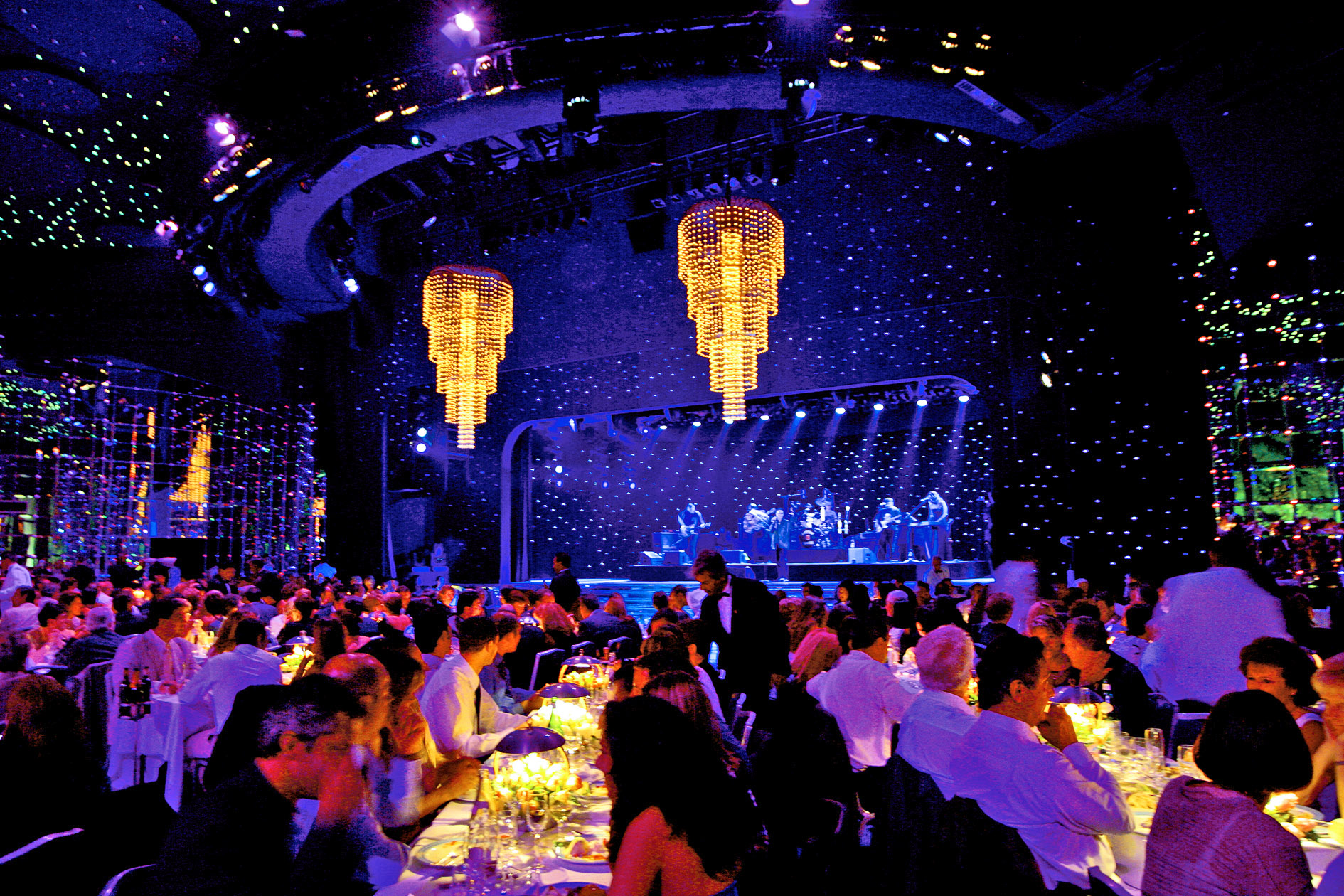 guests dining at monte carlo summer festival