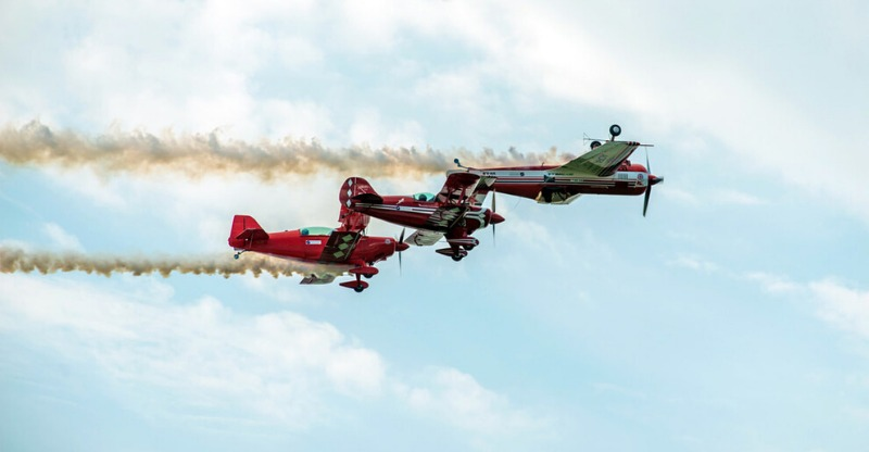 stunt planes flying upside down