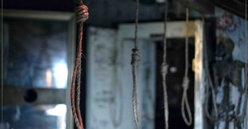 nooses hanging from ceiling at escape hotel hollywood