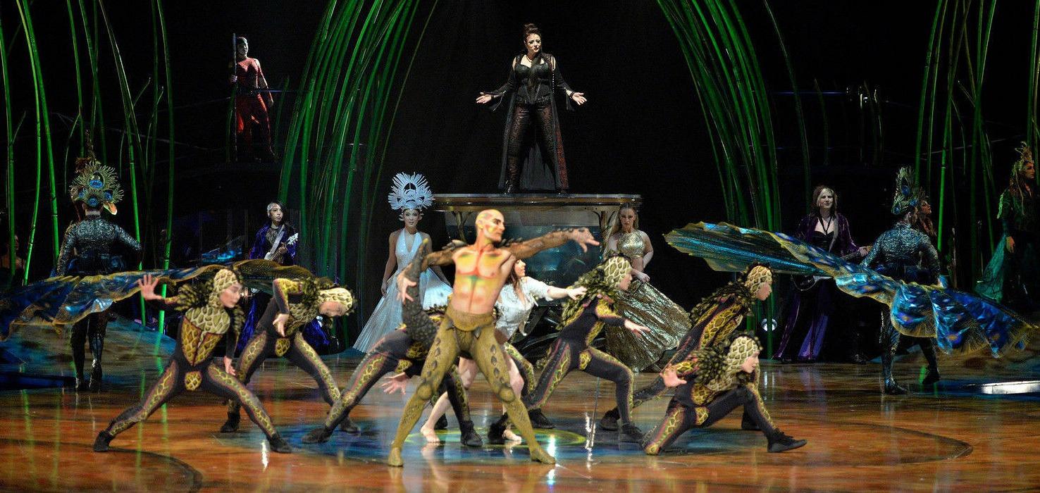 cirque du soleil performers on stage