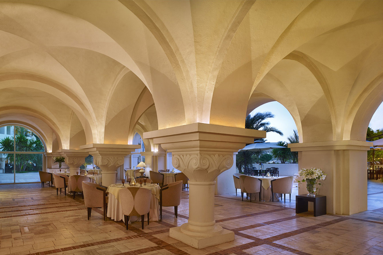 residence tunis marble pillars and restaurant tables