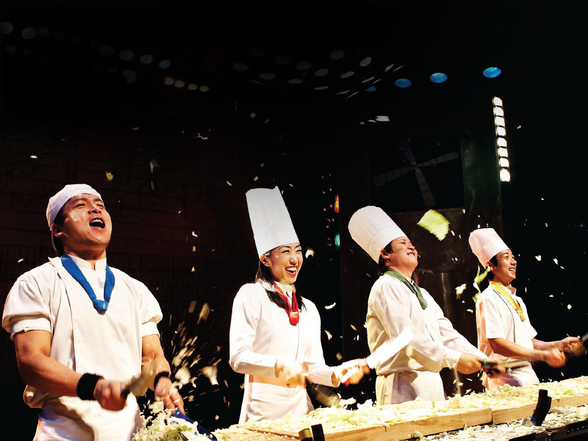 cookin nanta chefs juggling food and laughing on stage
