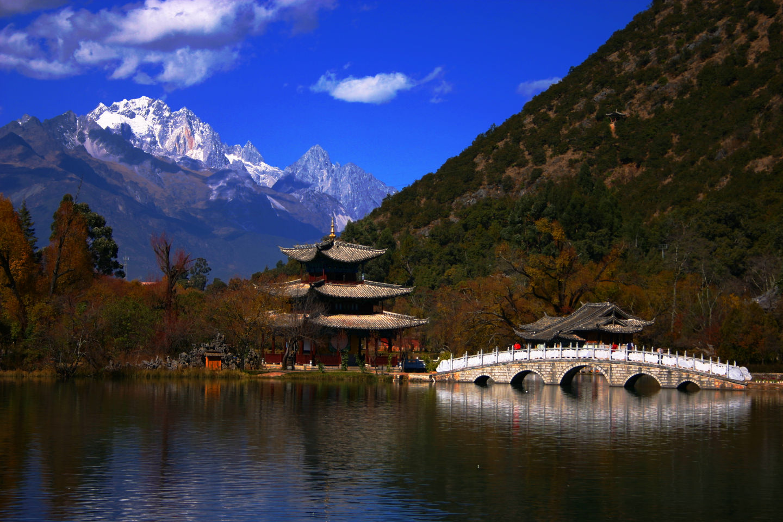Gastronomic tour china view of lake with pagoda and bridge