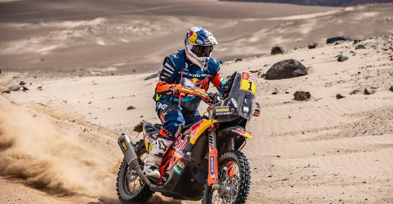 motorkbike racing across desert at dakar rally