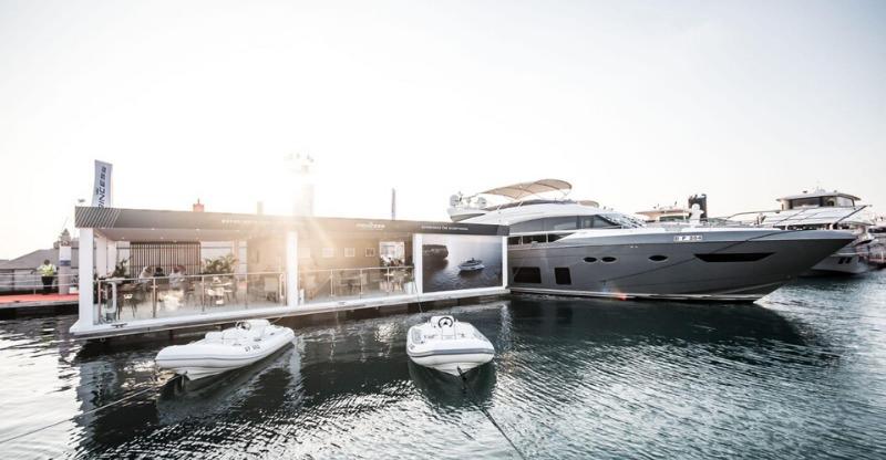 Dubai International Boat Show under the bright sun