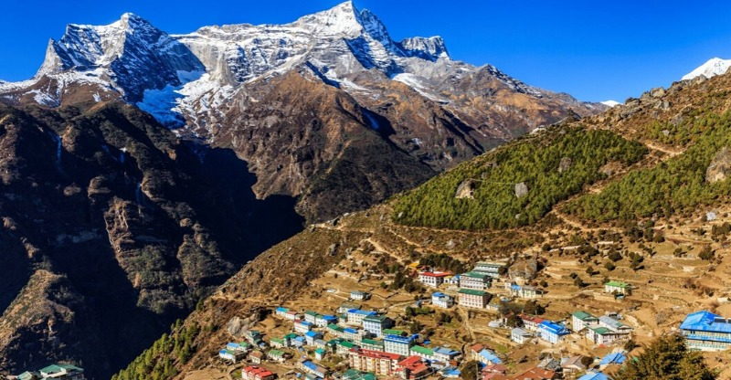 Towns surrounding Everest and the mountains