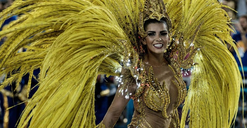 Magnificant womens costume at the Rio Carnival