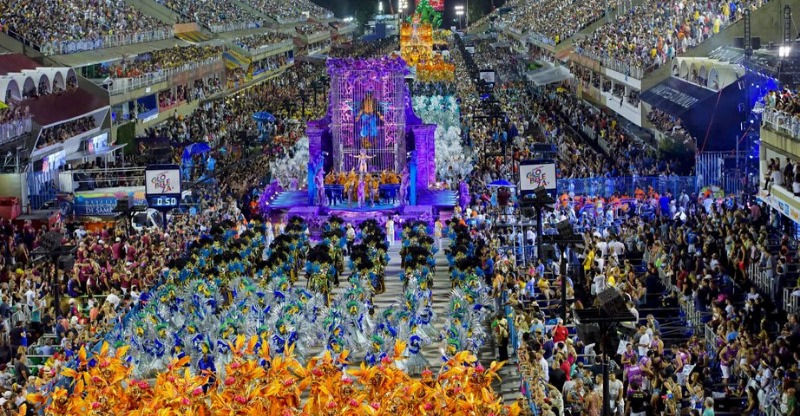 Huge night parade and performances at the Rio Carnival