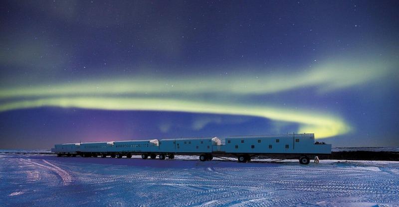 Tundra Lodge under the northern lights