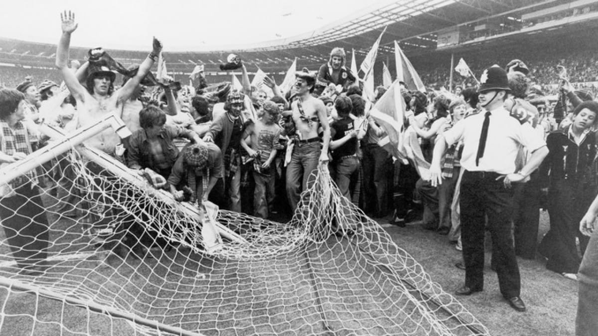 Arise, Sir Rod! (Rod Stewart, at Wembley, in 1977)