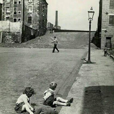 We are all in the gutter, but some of us are looking at the stars... (Cowcaddens kids, 1958, by Roger Mayne)