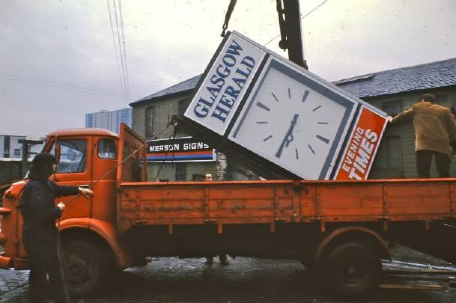 It's 1971, and staff from Glasgow's Merson's Signs load up the new clock for the front of the building (Picture: http://www.merson-signs.com/)