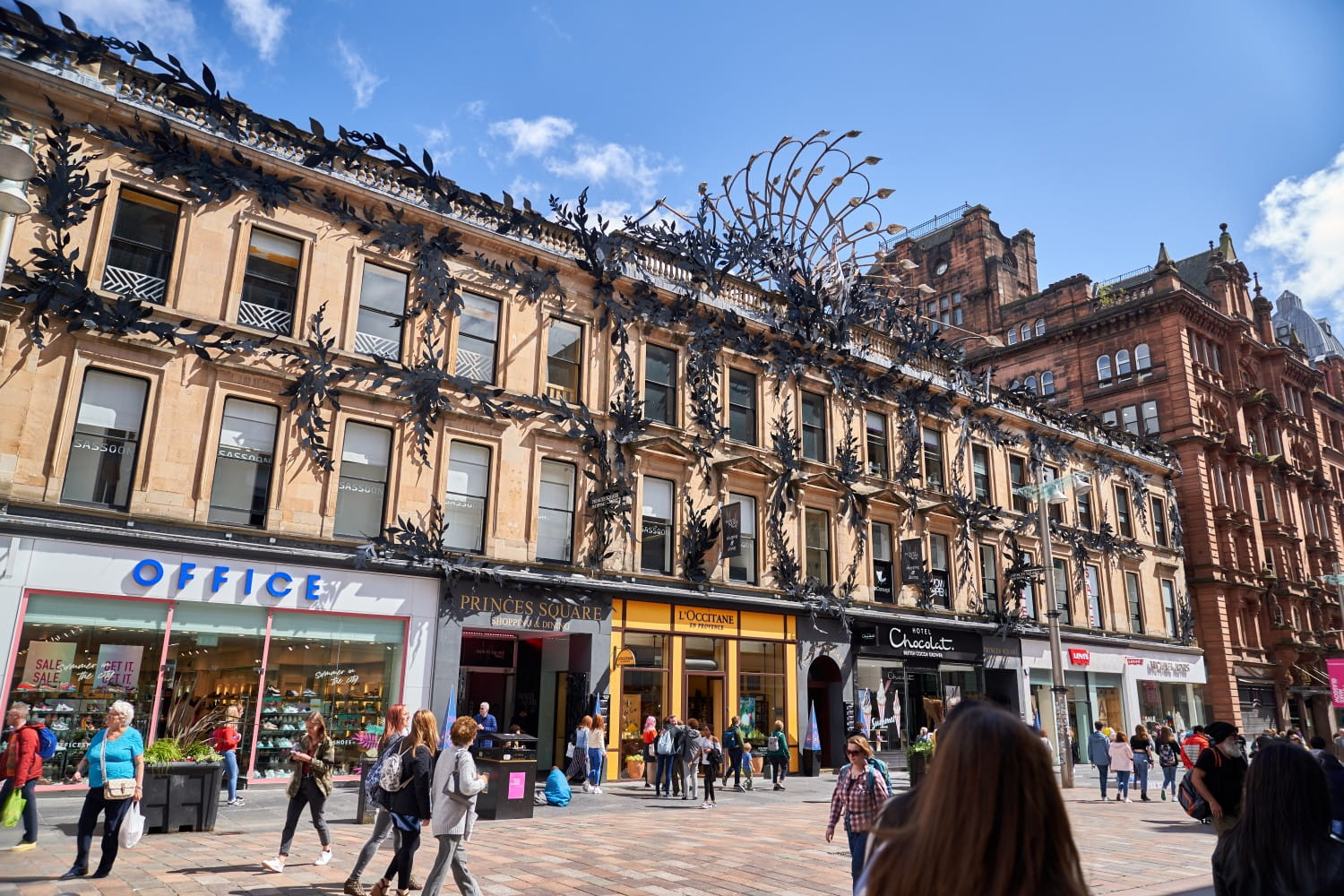Created by Alan Dawson, the peacock's sculpture is made in coloured hand-forged wrought iron and steel, extending to its colossal dimensions of 10m high and 20m wide. toshiepix