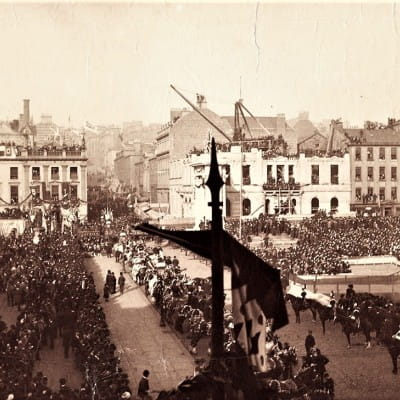 End of the Line marks a new beginning (The former Inland Revenue office, complete with steam crane poking out its uncompleted upper floors, at the laying of the foundation stone of the City Chambers, in 1883)