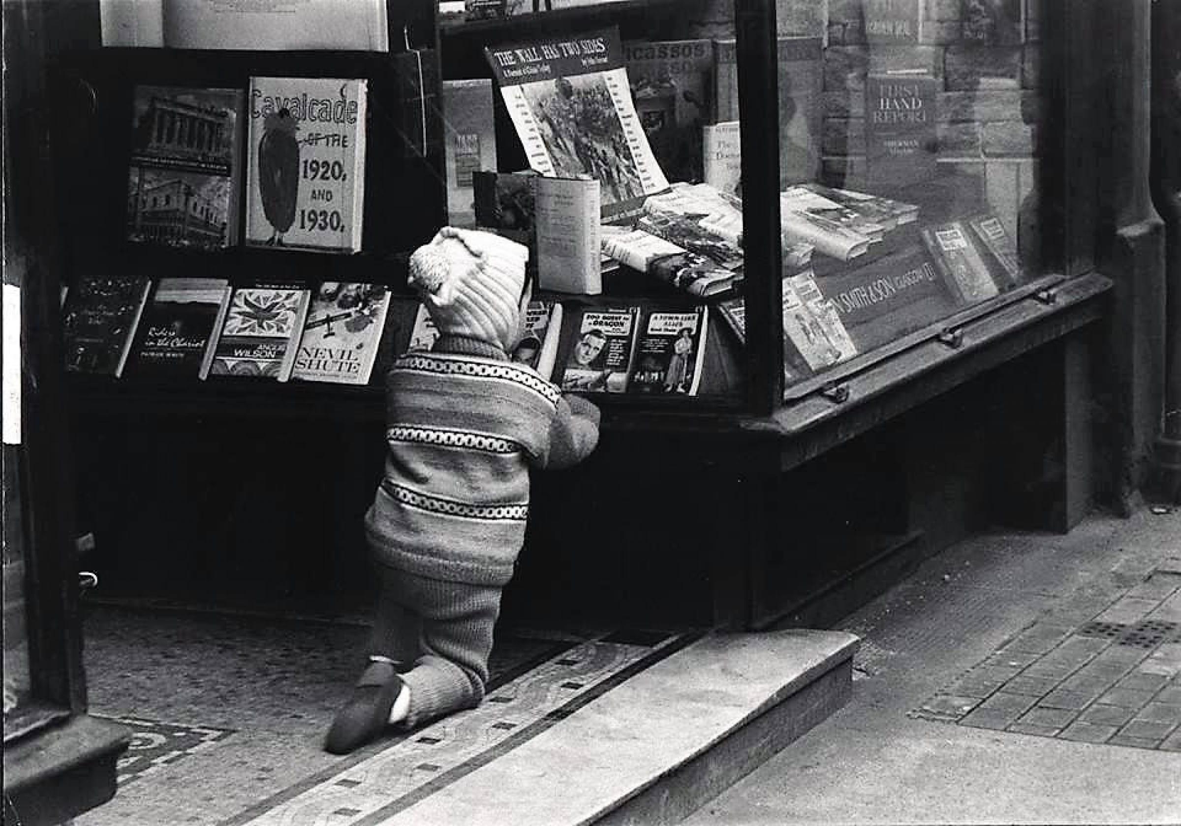 Unleash your imagination... (Book Bug, John Smith & Son, St Vincent Street, 1962 (Oscar Marzaroli))
