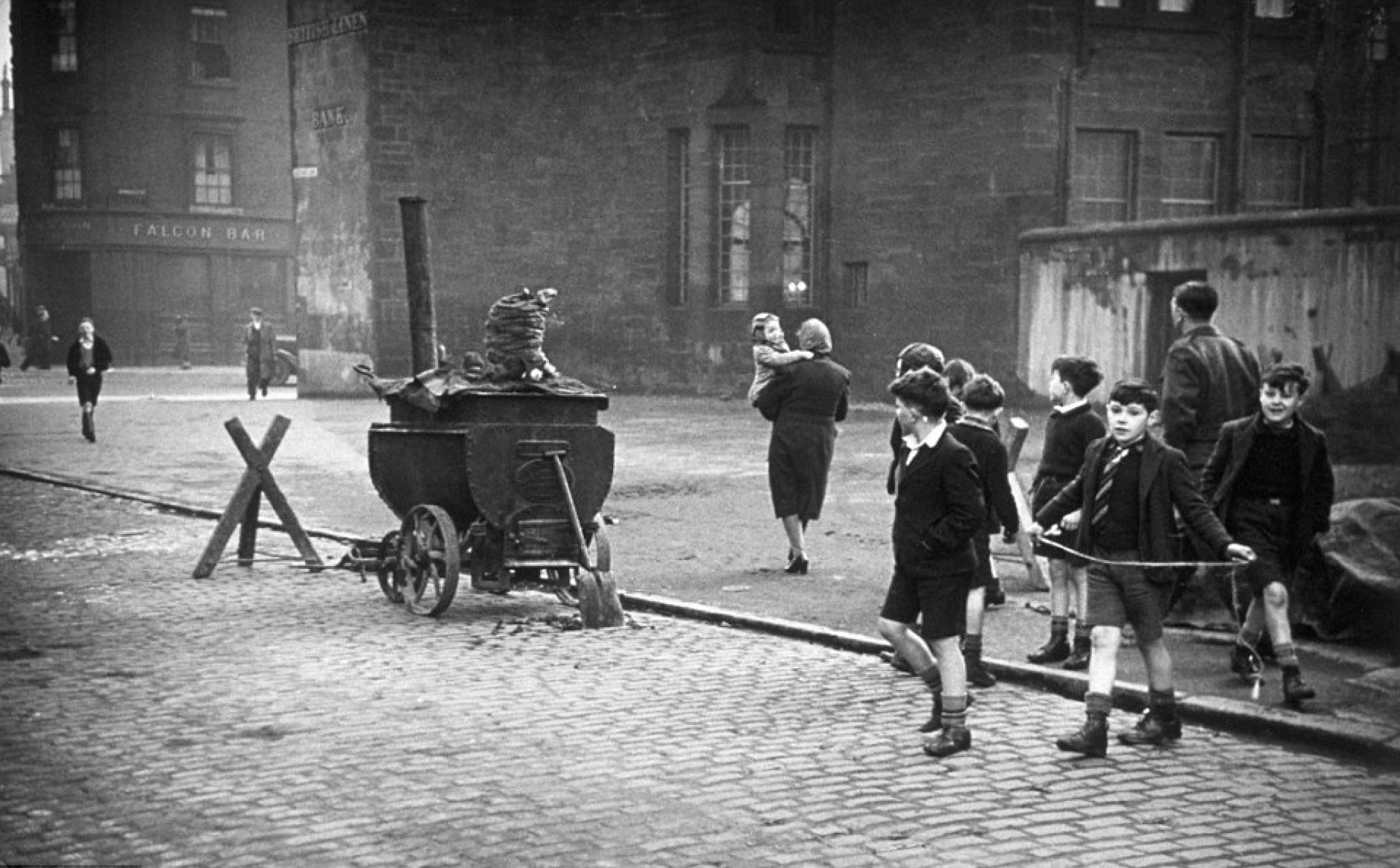 Salmon leaps back to life (The British Linen Bank, Gorbals, 1948 (Bert Hardy, Picture Post))
